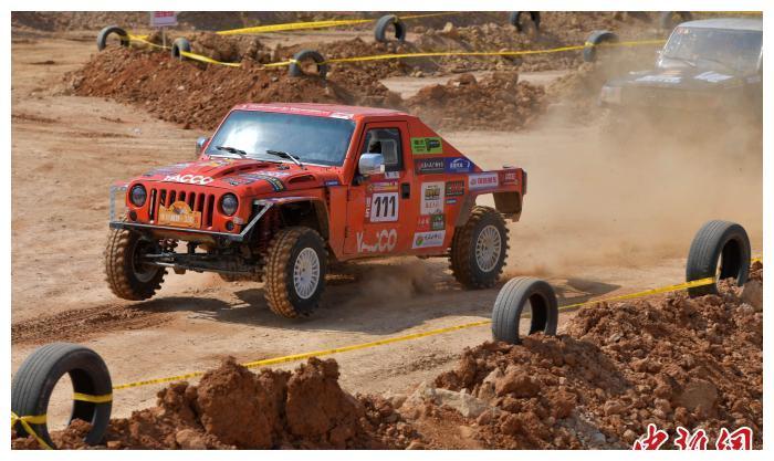 首届海峡两岸汽车场地越野挑战赛在福建龙岩举行