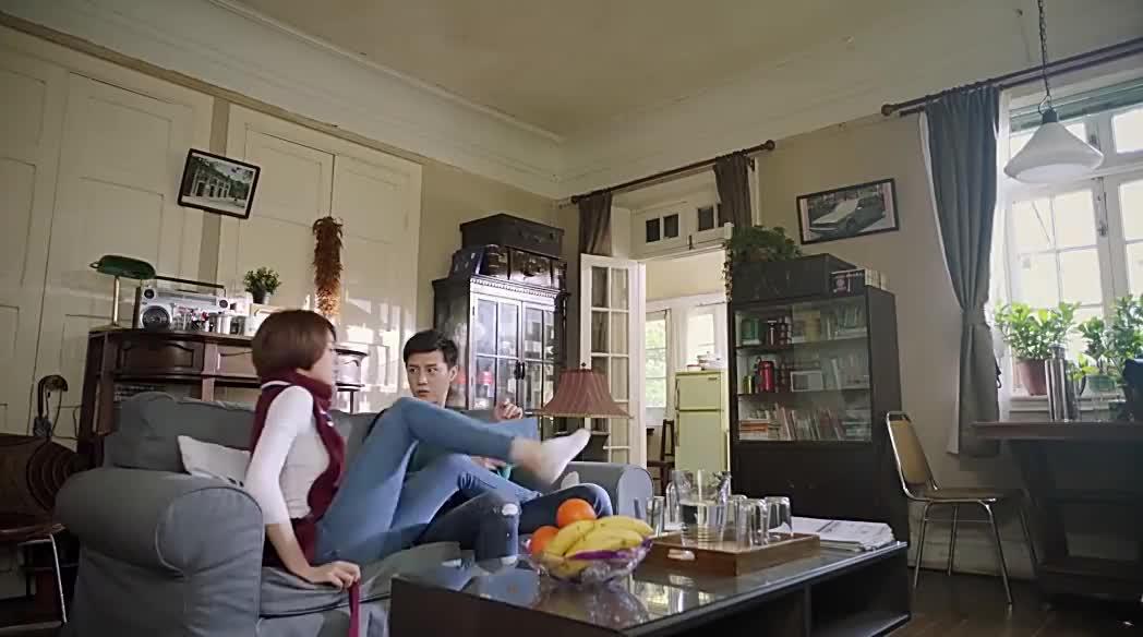 瑶瑶赖在李宁枫家还对妈妈撒谎加班不料李宁枫直接上她家