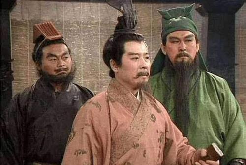 诸葛亮作为刘备军师,刘备打仗为何不喜欢带诸葛亮,有人一语道破