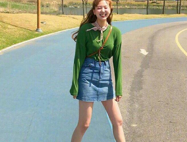 元气小姐姐的学院风穿搭,色彩的运用超适合夏天,你学会了吗?