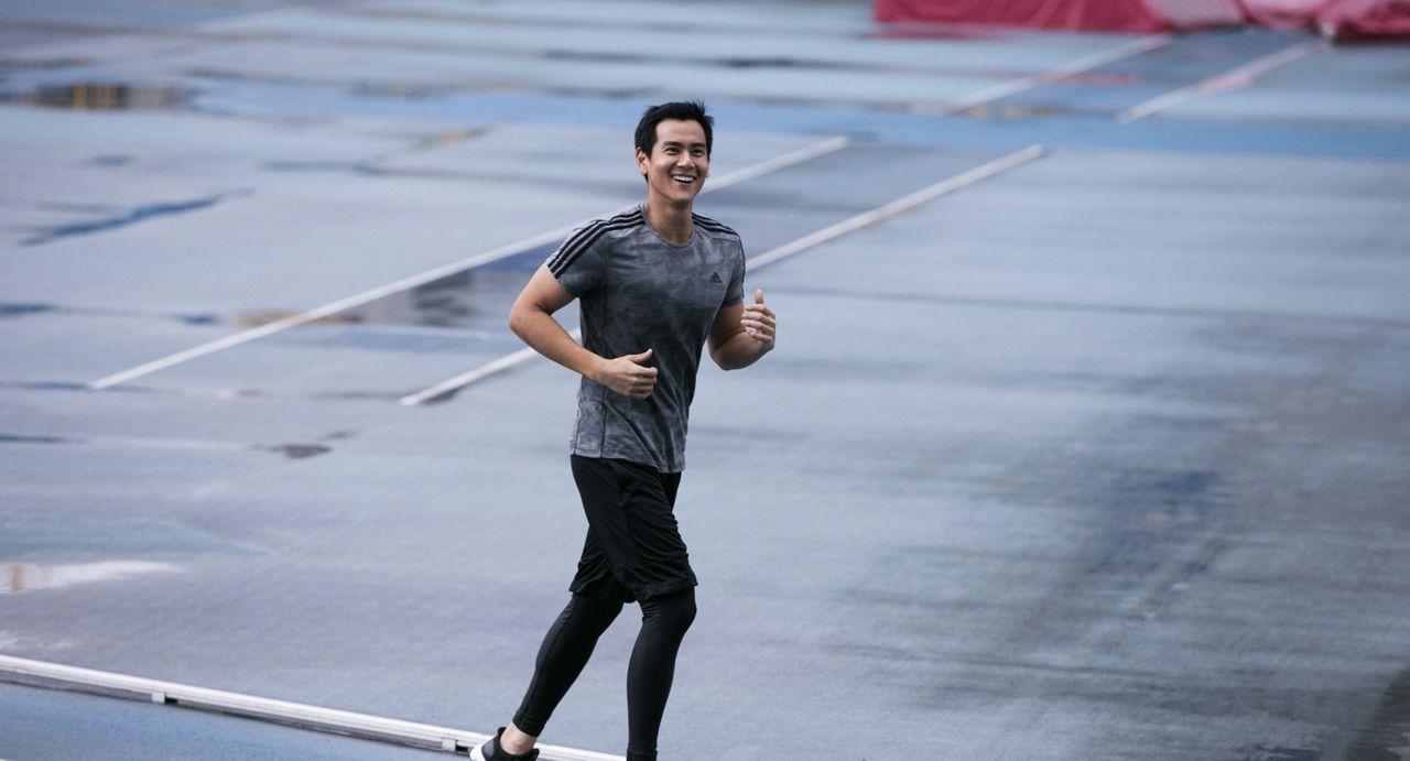 彭于晏是一个很纯朴的人,外表阳光帅气,是个讨人喜欢的大男孩!