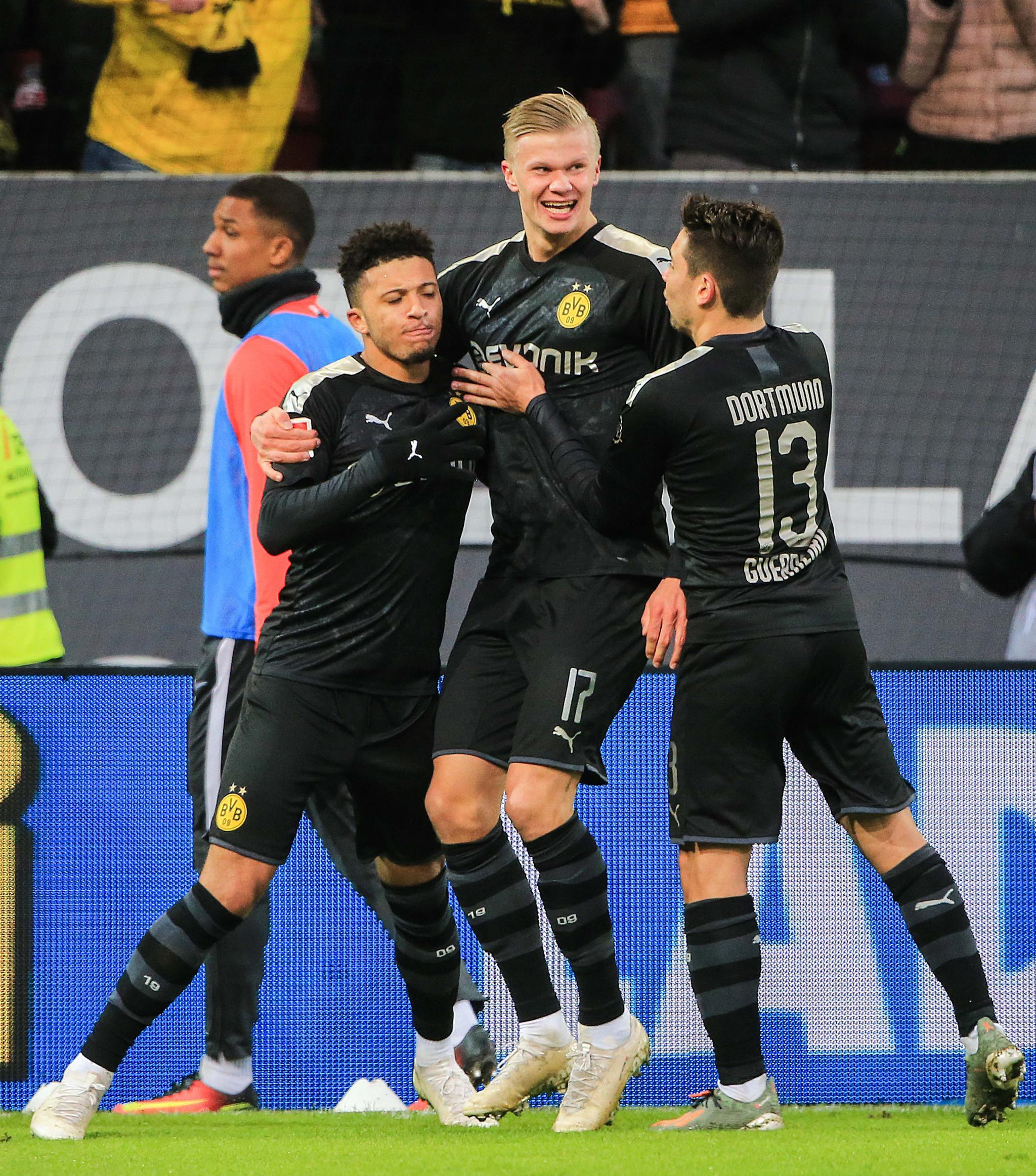 足球——德甲:多特蒙德胜奥格斯堡