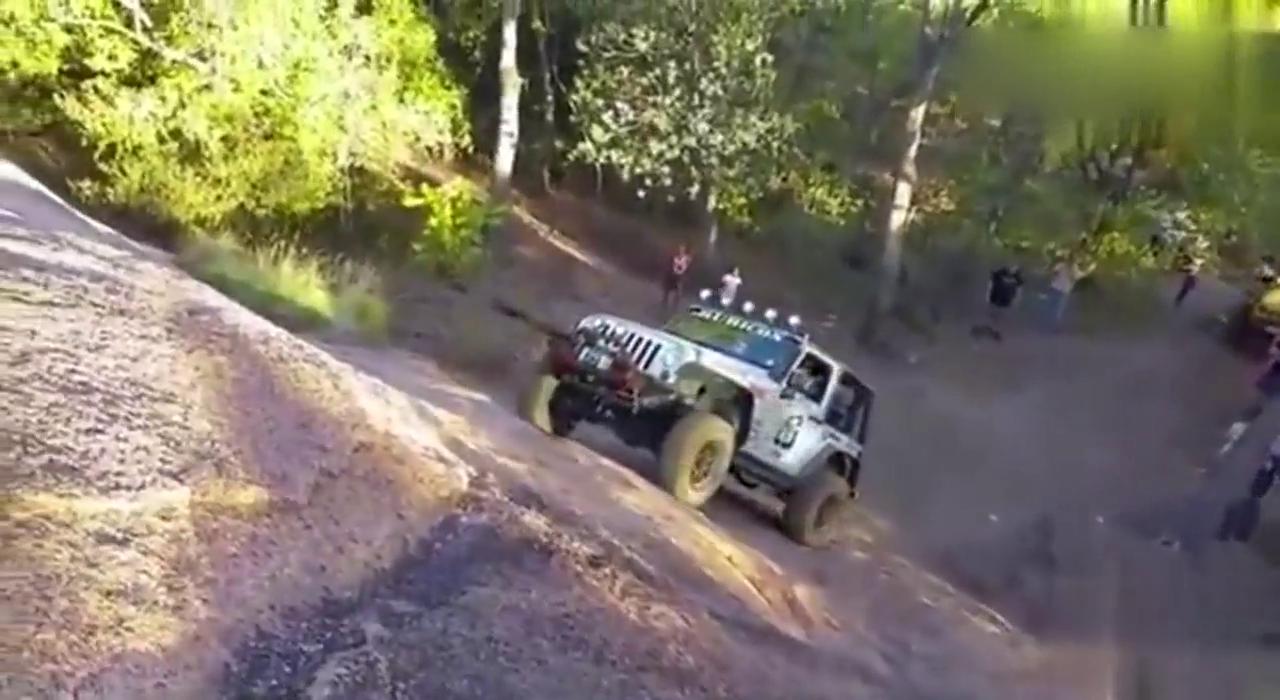 视频:真正的越野车,吉普牧马人漫步峭壁!