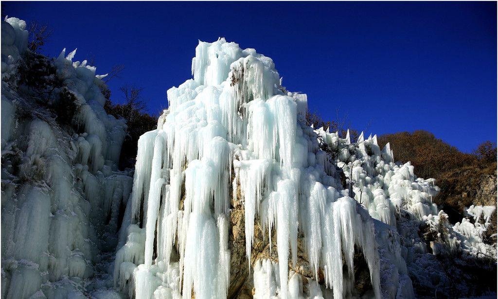 风光摄影:冰清玉洁的天门山冰瀑,画面令人震撼