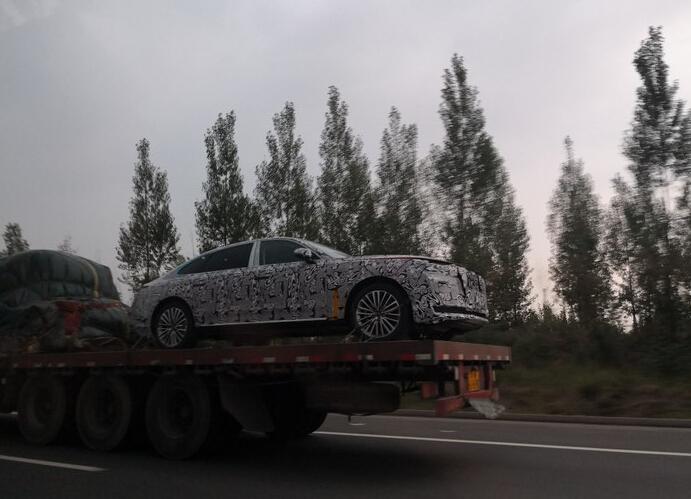 疑似红旗H7伪装车实拍,气场不输奔驰S,这个侧身气场真的绝了