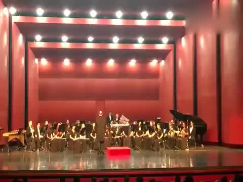 美国青年管乐团演奏《中国人民解放军进行曲》气势威武