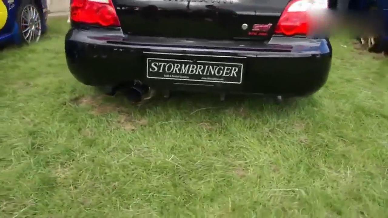 性能车展示排气声 比放炮还响!
