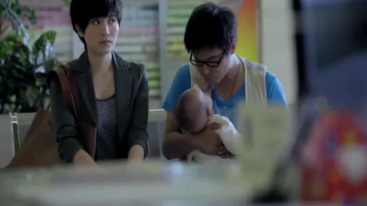 夫妻忍无可忍带宝宝去民政局离婚,主持人看不下去各种劝说 心酸