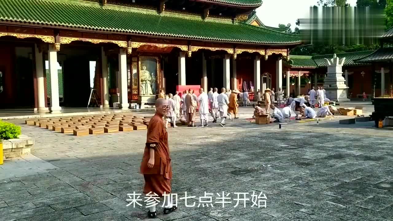 广东陆丰清云山定光寺:师傅们准备中秋拜月娘,摆开蜡烛