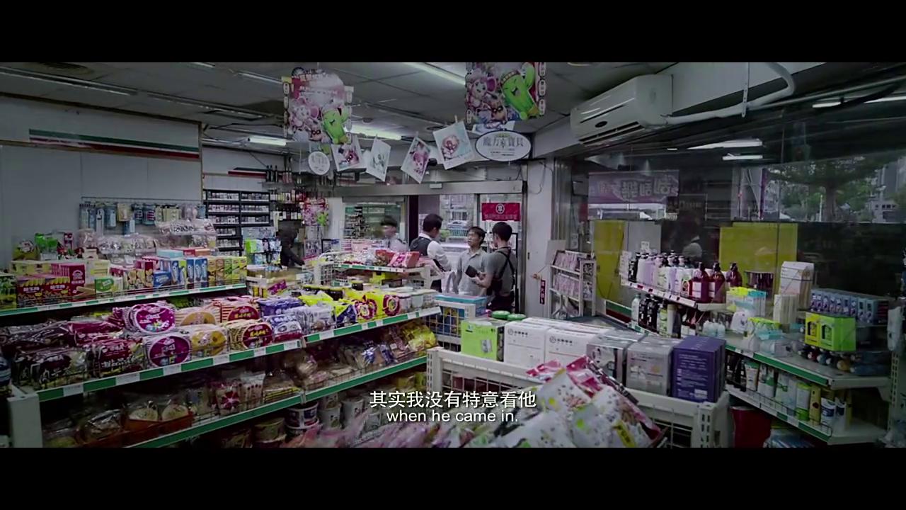 绑架者:小伙买东西,商店老板发现后报警,看来果然是他