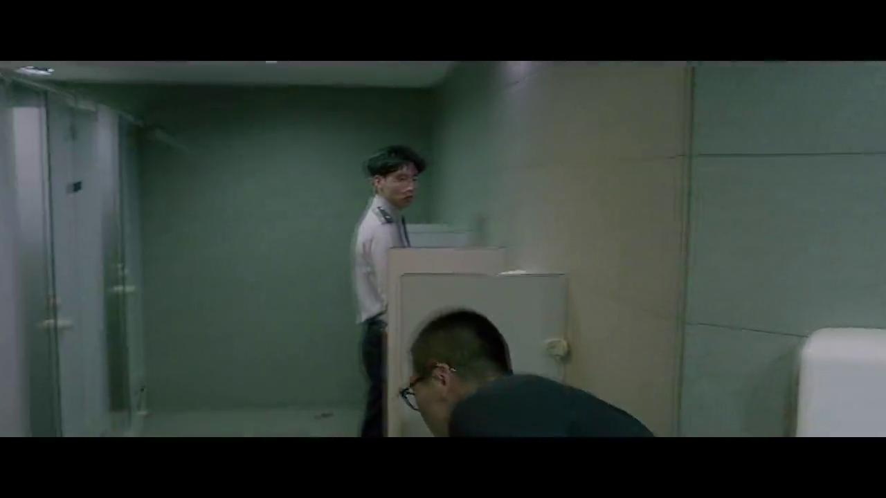 绑架者:小伙闯入警局,警察竟还笑脸相迎,真不知道他身份?