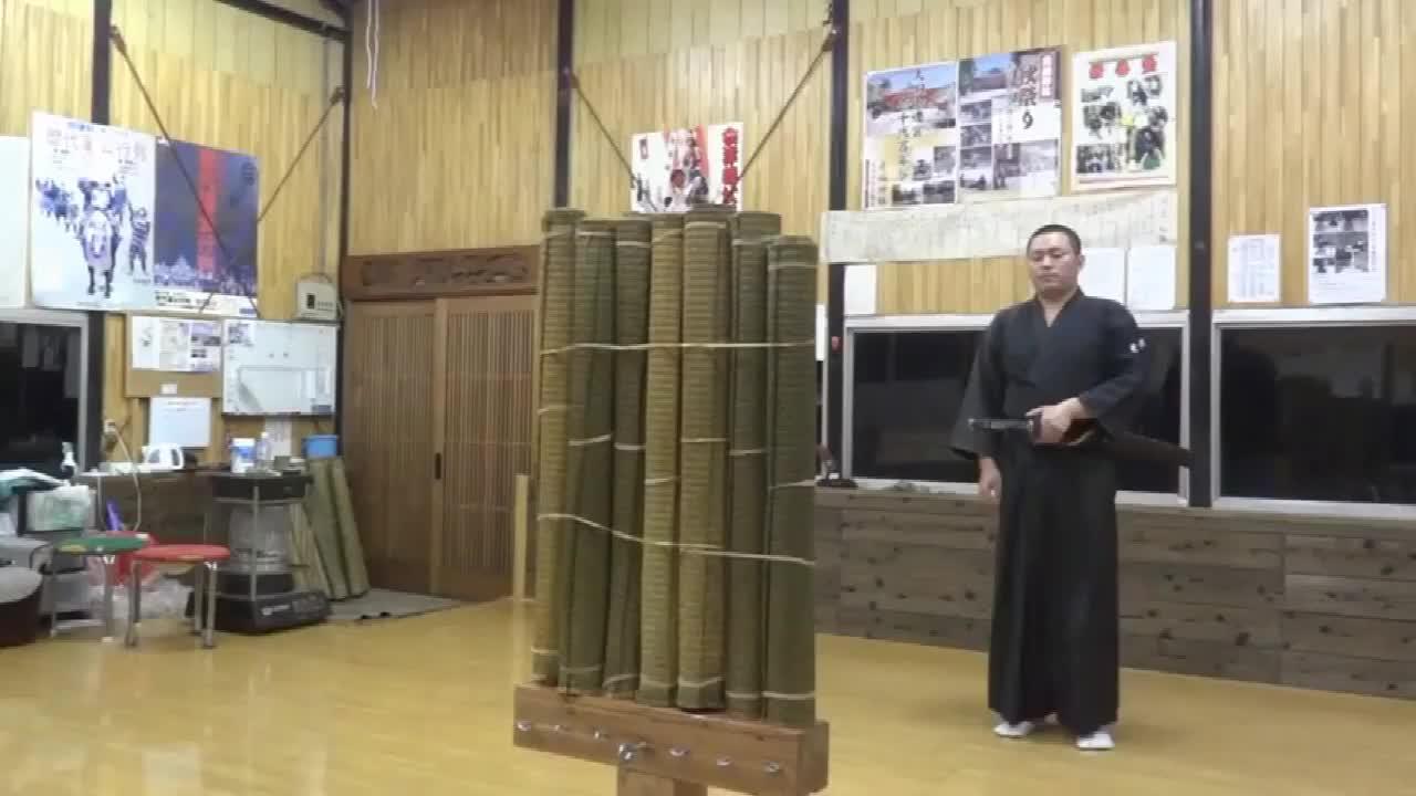 日本武士刀有多锋利切草席犹如切豆腐让人大开眼界