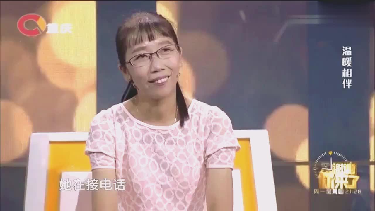 男子逛街买发夹送女子,女子却拒收道出原因,涂磊感慨:性子直