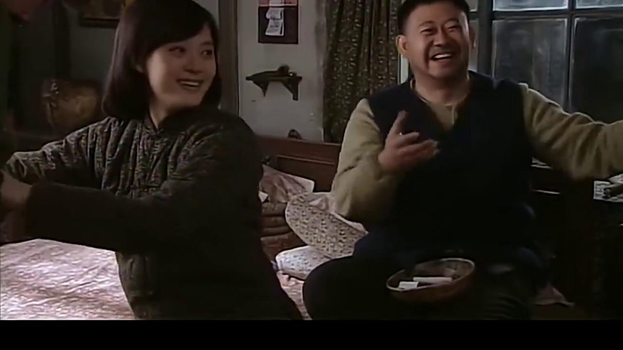 小姨多鹤:3孩子穿军装高兴,小环不让穿,钢子竟然大骂:法西斯