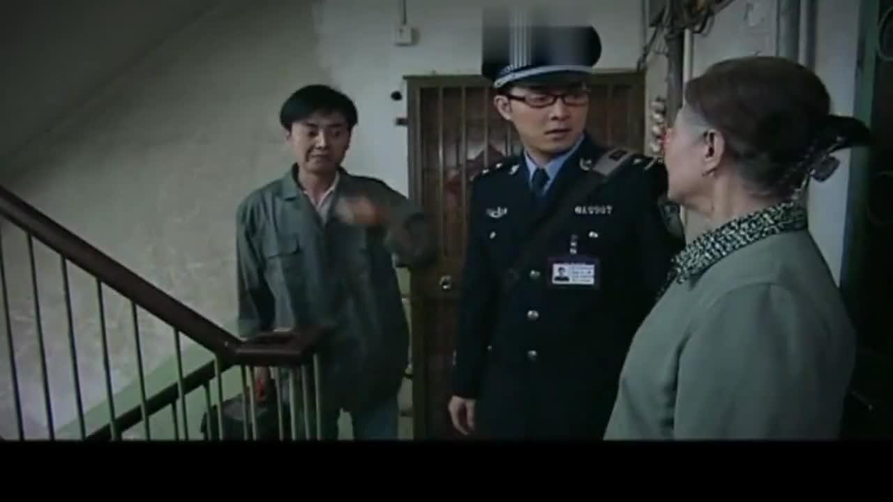 迷糊老太太丢了钥匙好着急专业开锁工都开不了门结局亮了