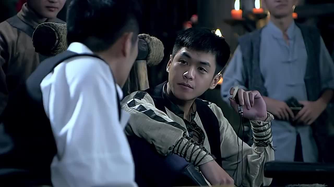 日本的铁王八坏了男子却把它开回来两人开始好奇询问