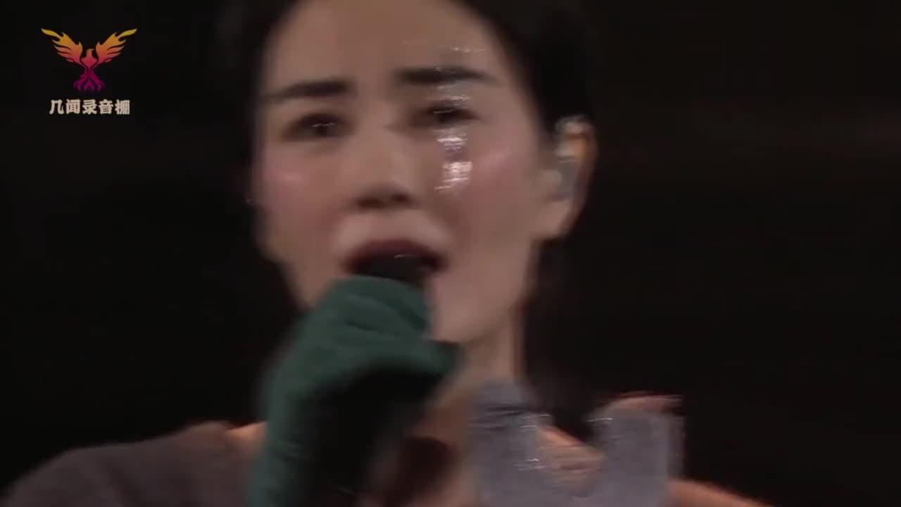 王菲携手女儿窦靖童现身演唱会,两人一开口声音太像了,全场沸腾