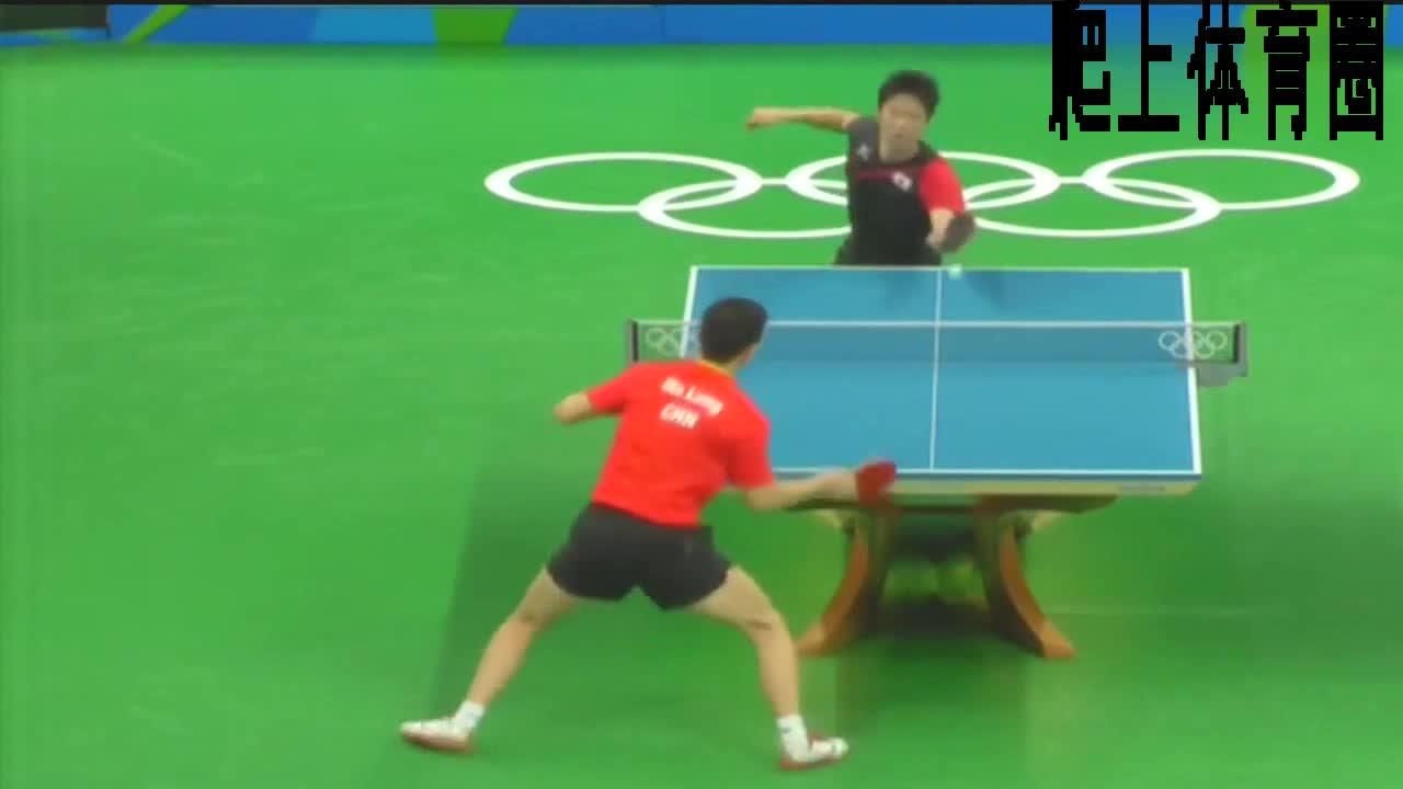 马龙对阵水谷隼,马龙一记多板暴扣,刘国梁激动地起身鼓掌。
