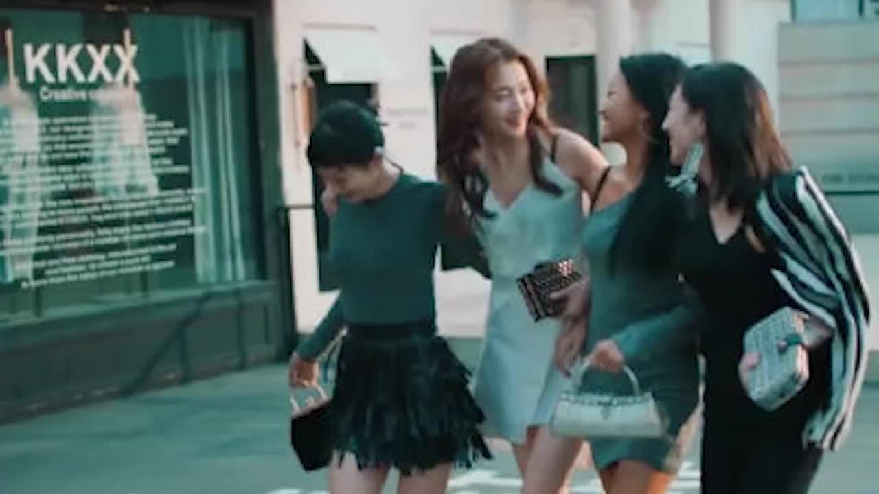 关晓彤代言内衣广告跟林志玲两种风格引发网友热议