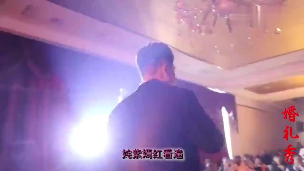 四川一小伙娶到南京大学校花婚礼现场深情拥吻10分钟