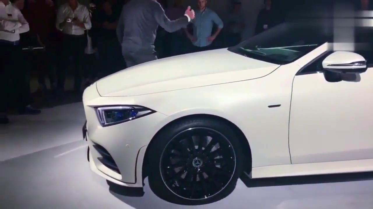 视频:最新款奔驰CLS内外展示,前脸够骚气,极具老板车风范