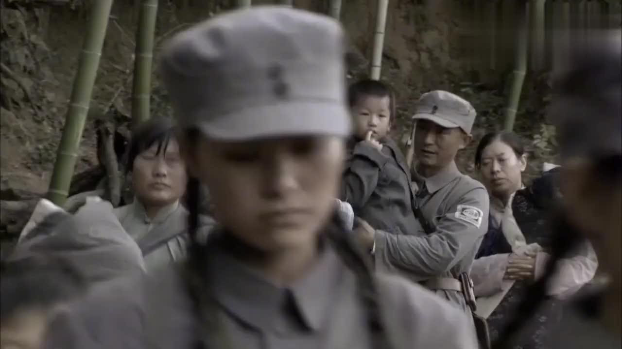 首长打仗无暇顾及孩子,无奈含泪将孩子留给老乡!