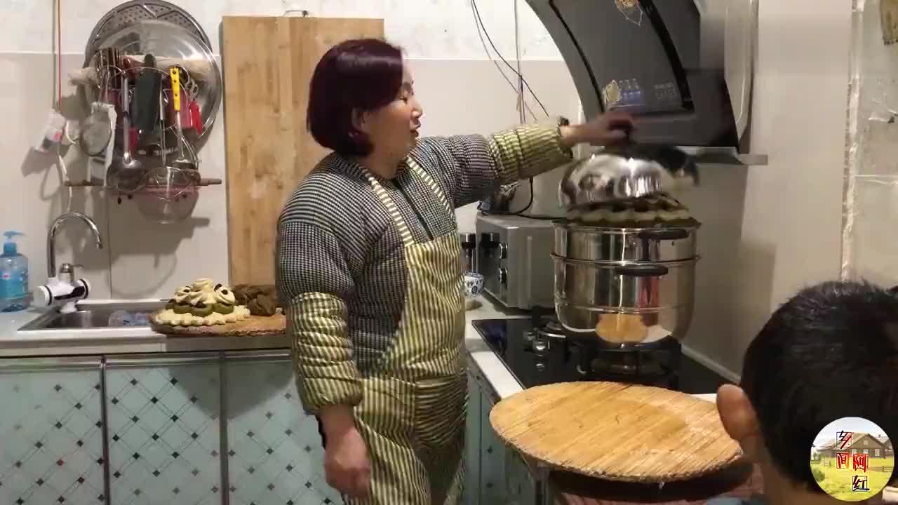 北京打工小伙为啥过年不回家农村媳妇视频说了啥听完让人心酸