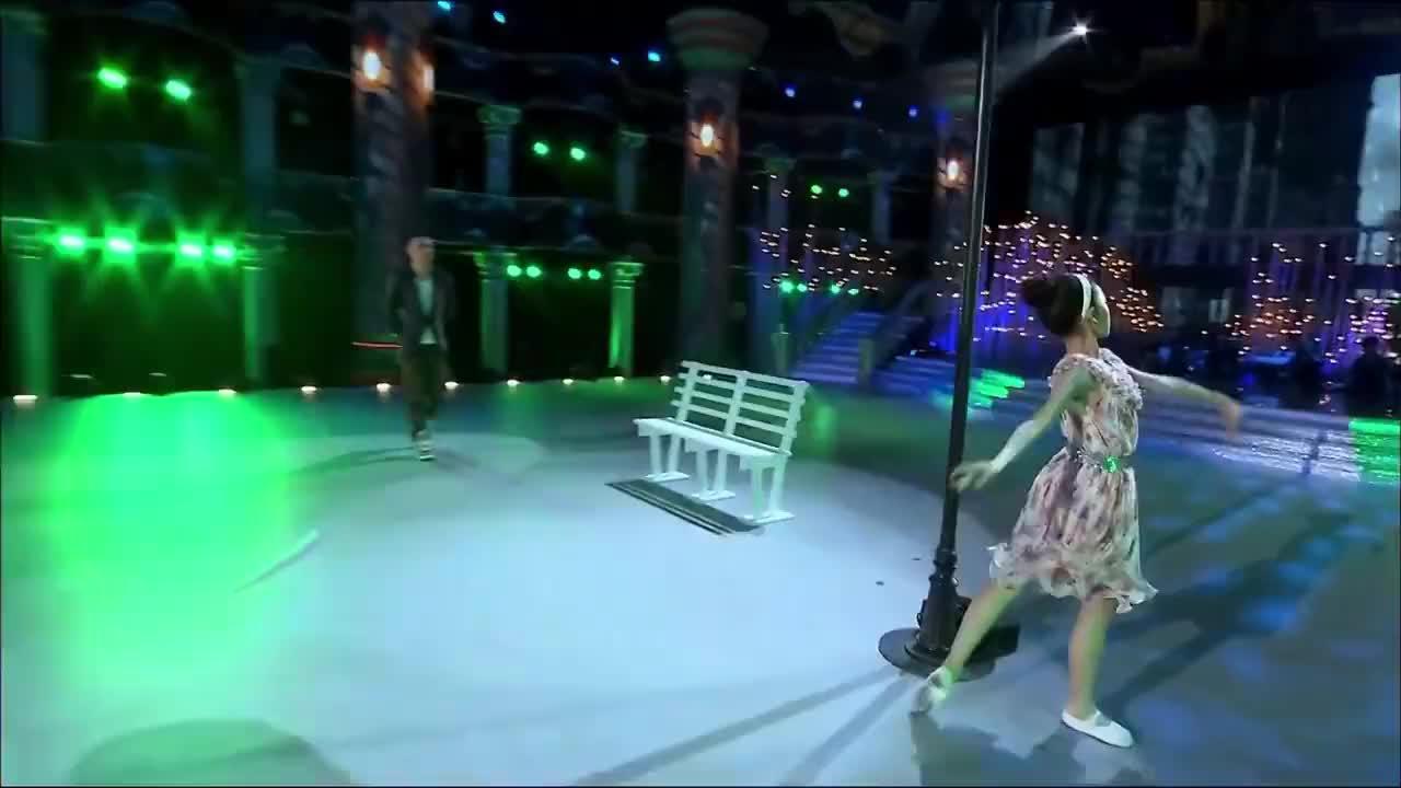 吴镇宇与十三岁女孩共舞《雨中曲》尽显柔情上演父女情深
