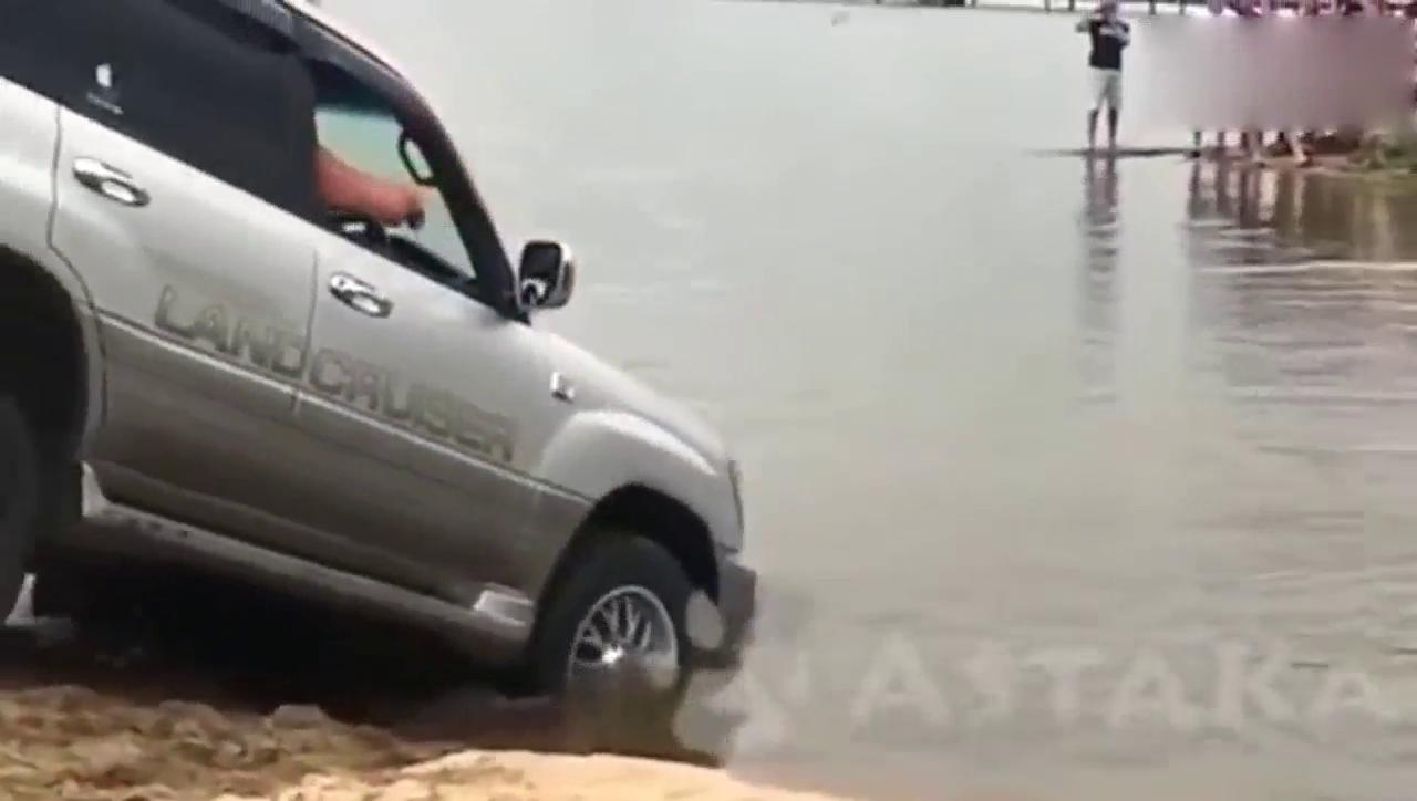 视频:其他车子过河安然无恙,轮到马自达CX-7上场时尴尬了