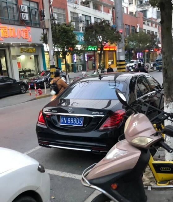 """南通开发区街头偶遇奔驰S65L AMG,车牌""""888""""很显眼!"""