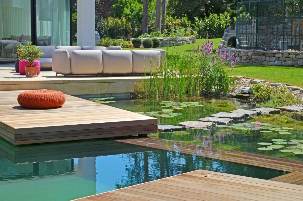 庭院设计:有水有鱼,年年有余!精选25个别墅花园养鱼池图片
