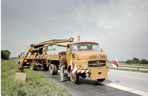 60年前的奔驰清洁车,还有水泥搅拌车,当年曾引入到中国