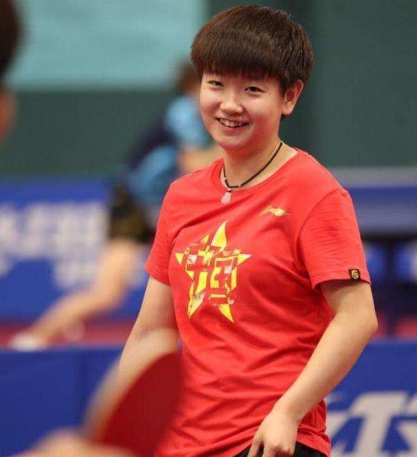 18岁小魔王抢班夺权,一日之内连续横扫大满贯和世乒赛冠军