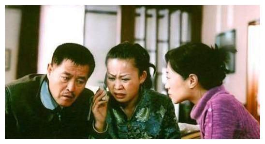 同是赵本山的女徒弟,一个演一角红遍农村,一个11岁获全国金苗奖