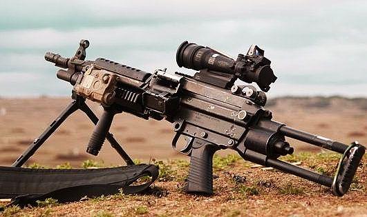 现代战争中 曾经因为火力持久而闻名国际的 M249班用机枪