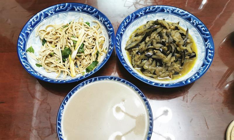 春节前一个人的健康晚餐,两菜一汤没有主食,既实惠又营养,舒服