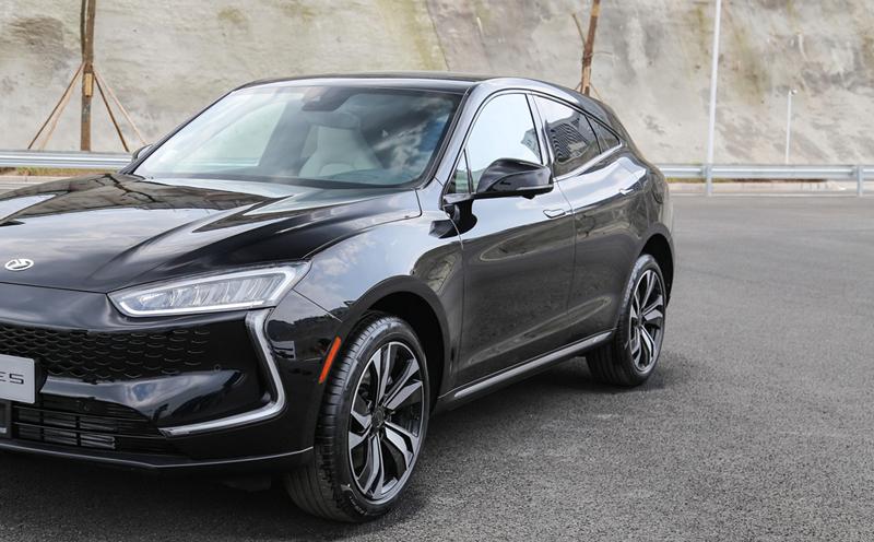694马力,3.5秒破百,地表最速中型SUV诞生!关键起售价仅27.8万