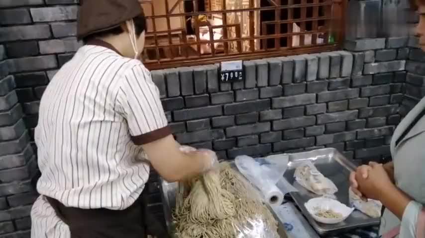 高碑店市特产豆腐丝107国道旁的家兴里面有一家你觉得好吃吗