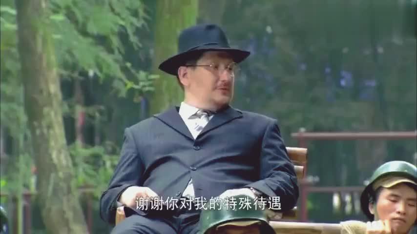 外国大使瞧不起中国人,谁知小伙是绝顶高手,露一手看傻了!