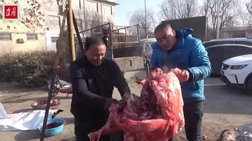 年货大集驴肉现杀现卖已杀两头驴看样子再有多少也不愁卖