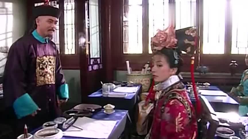 还珠格格小燕子课堂上洋相百出皇阿玛却是乐得哭笑不得