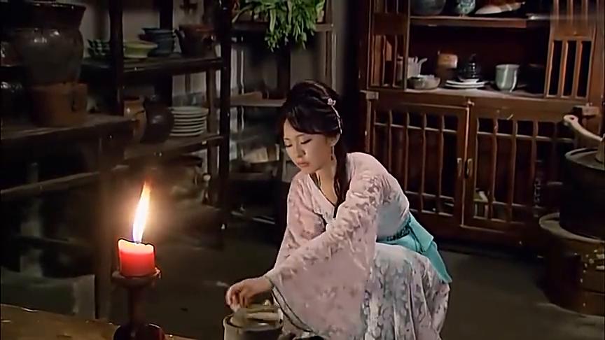 武松:武大郎被西门庆打伤卧床,金莲对他百般照顾,真贤惠!