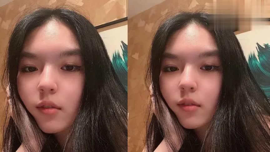 李咏18岁女儿晒近照,画着精致的淡妆大秀性感香肩,眼神超霸气