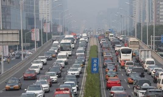 我国汽车数量最多是哪个城市?即使限购也比武汉多一倍,怪不得堵