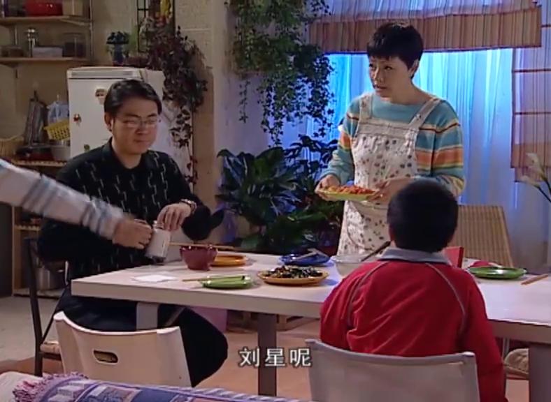 刘星戏精附体,不好好吃饭在那装深沉挨个道别,被小雨直接打脸
