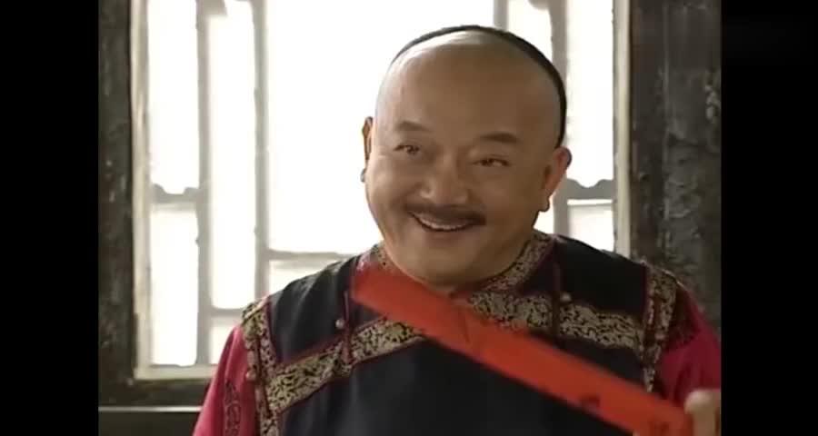 和二向老纪显摆给太后的祝寿词,纪晓岚让他横着念,和珅一听慌了
