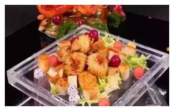 美食推荐:干锅芋头烧鲍鱼、干豆角炖排骨、凉拌芝麻菠菜制作方法