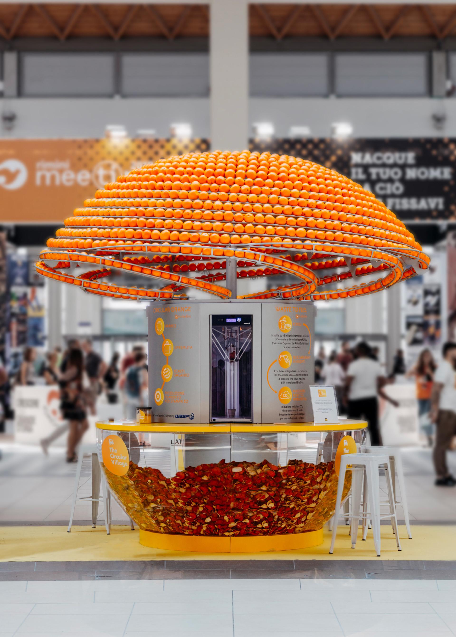 绝妙创意,这台榨汁机可以把橙子皮制作成一次性杯子