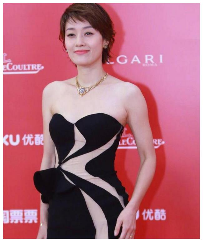 他独自一人出席上海国际电影节颁奖典礼,气场却胜过一个剧组