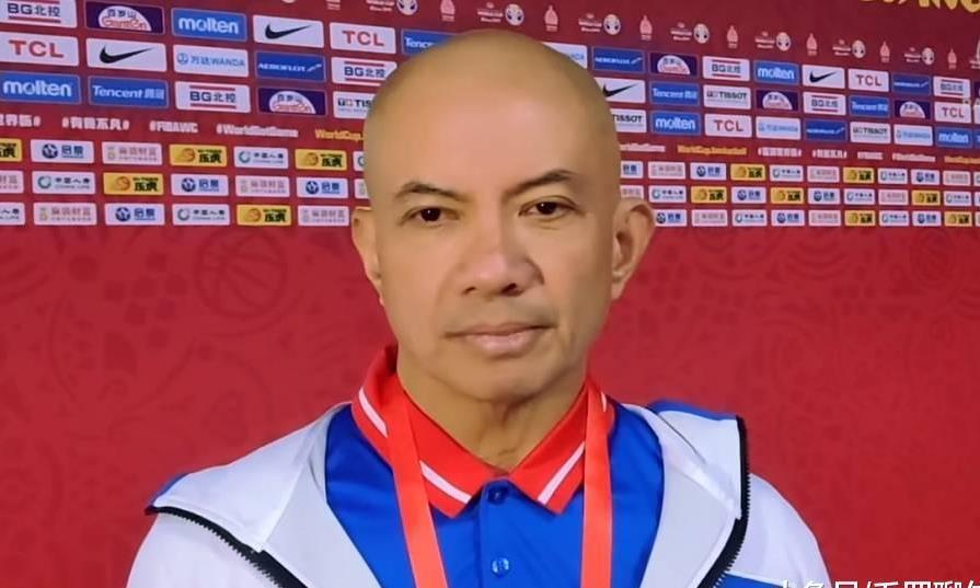 官宣,菲律宾大帅正式辞职,5场输147分道歉,却不忘为球员开脱